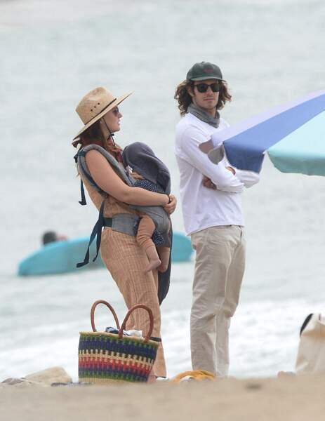 Passionnés de surf, Leighton Meester et son mari Adam Brody ne manquent pas une occasion de se défouler sur la plage de Malibu, sans oublier d'emmener avec eux leur petit garçon né en septembre 2020