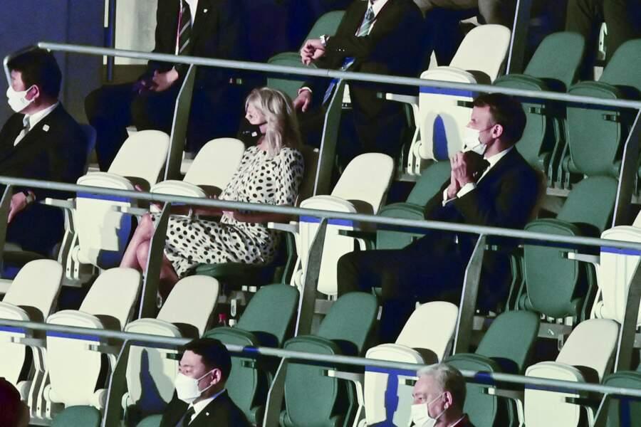 Emmanuel Macron était présent dans les gradins avec Jill Biden, lors de la cérémonie d'ouverture des Jeux Olympiques de Tokyo 2020, le 23 juillet.