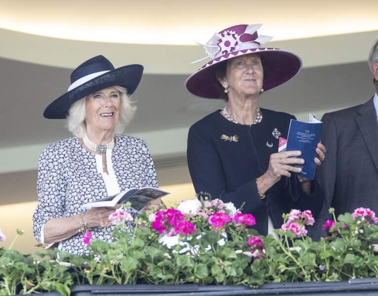 Présente dans les tribunes, Camilla Parker Bowles assiste à la course de plat du King George Diamond Weekend sans le prince Charles ni la reine Elizabeth II.