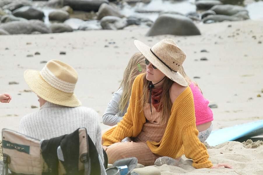 Après avoir bien combattu les vagues, Leighton Meester peut profiter d'un repos bien mérité sur la plage de Malibu, aux côtés de sa fille Arlo.