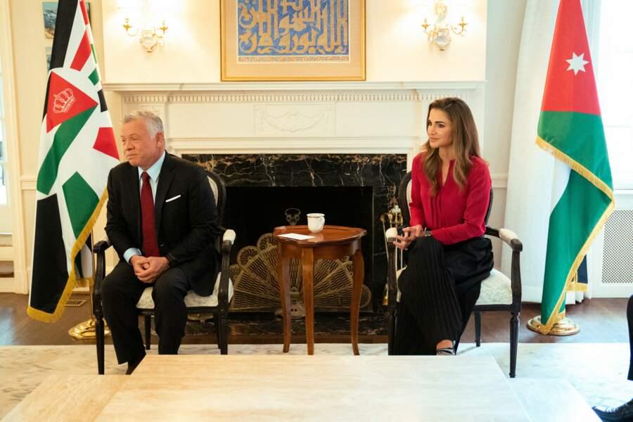 En visite aux États-Unis, une première depuis trois ans, Rania de Jordanie et son mari le roi Abdallah II ont assisté à une réunion à Washington, le 23 juillet 2021.
