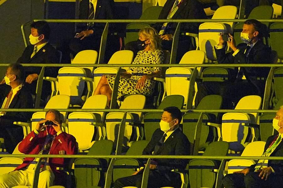 Jill Biden et Emmanuel Macron ont pris place derrière Albert de Monaco pour regarder la cérémonie d'ouverture des Jeux Olympiques de Tokyo 2020, le 23 juillet 2021