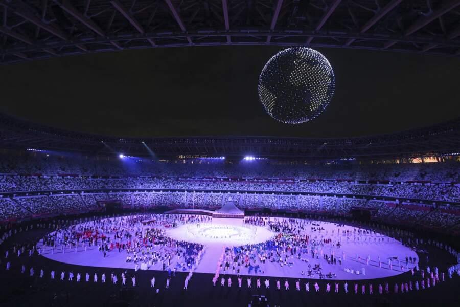Pour assister à la cérémonie d'ouverture des Jeux Olympiques de Tokyo 2020, Jill Biden et Emmanuel Macron se sont retrouvés dans les tribunes,  le 23 juillet 2021
