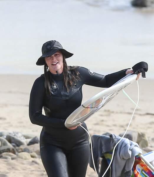 Avec son chapeau et sa combinaison, Leighton Meester a tout d'une pro du surf.