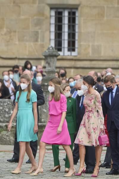L'infante Sofia d'Espagne et la princesse Leonor ont fait sensation avec des robes flashy pour la la fête nationale de la Galice, le jour de la Saint-Jacques, le 25 juillet