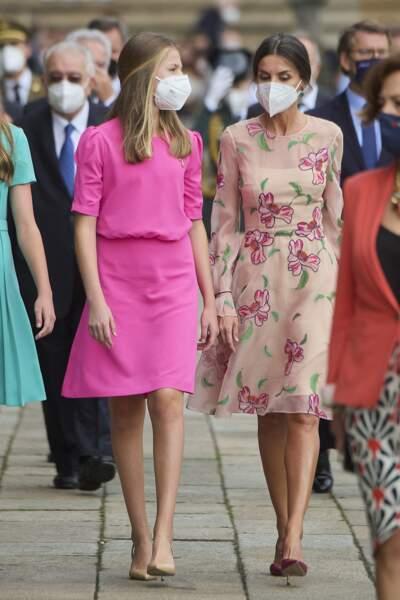 La reine Letizia d'Espagne dans l'ombre de sa vie la princesse Leonor, à la fête nationale de la Galice,  le 25 juillet