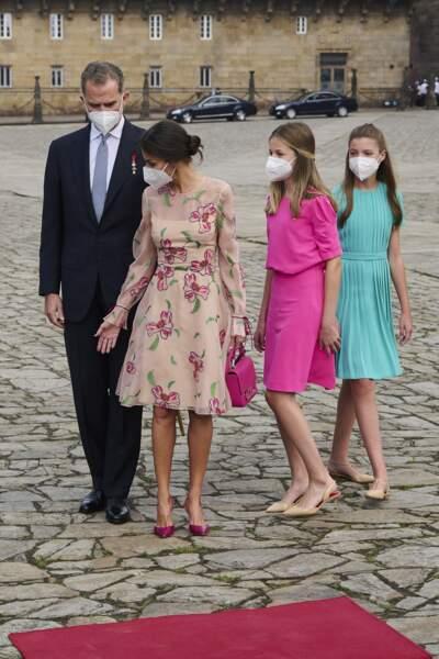 Le roi Felipe VI et la reine Letizia d'Espagne ont de beaux enfants comme le montre leur apparition le jour de la Saint-Jacques, à la cathédrale de Santiago à Saint-Jacques-de-Compostelle, le 25 juillet