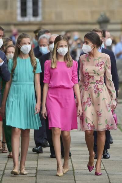 L'infante Sofia d'Espagne et la princesse Leonor, deux jolie adolescente à la fête nationale de la Galice, le 25 juillet