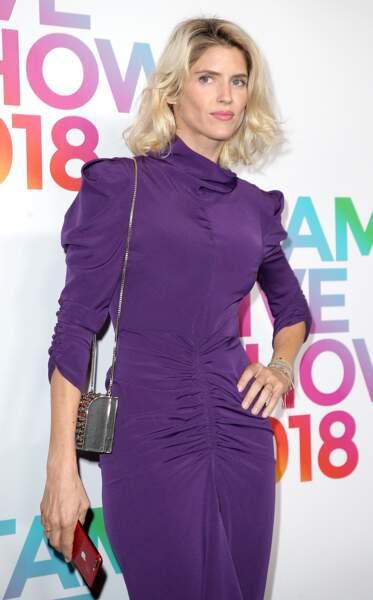 Alice Taglioni en 2018 : les cheveux ondulés et une robe moulante lors du défilé Etam