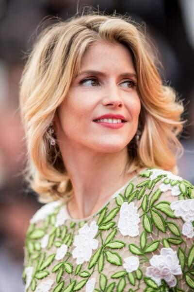 Alice Taglioni en 2016 : un blond doré et une bouche rouge à Cannes