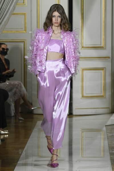 Le lias en total look au défilé Giorgio Armani Privé Collection Haute Couture Automne/Hiver 2021-2022