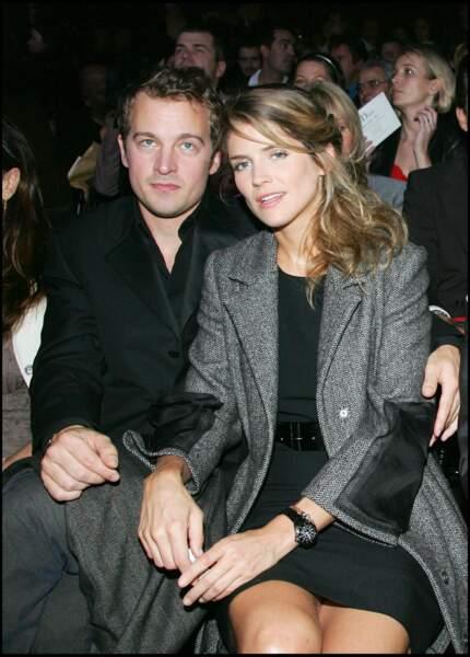 Alice Taglioni très chic en 2007 avec son compagnon Jocelyn Quivrin au défilé Dior