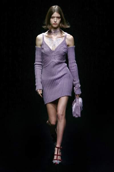 Le label Blumarine mise sur la robe mauve en maille décolletée cet Automne-Hiver 2021/2022