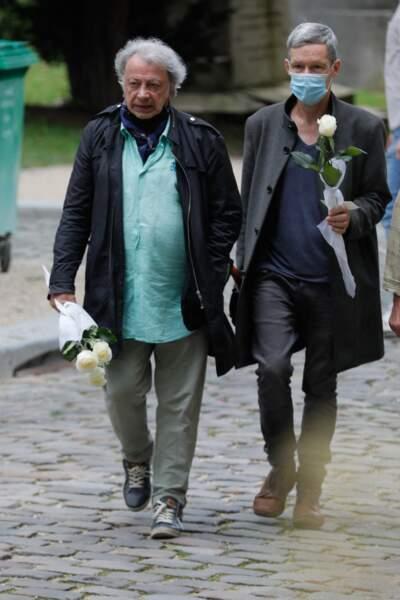 Hervé Vilard arrive aux obsèques de Françoise Arnoul, ce lundi 26 juillet
