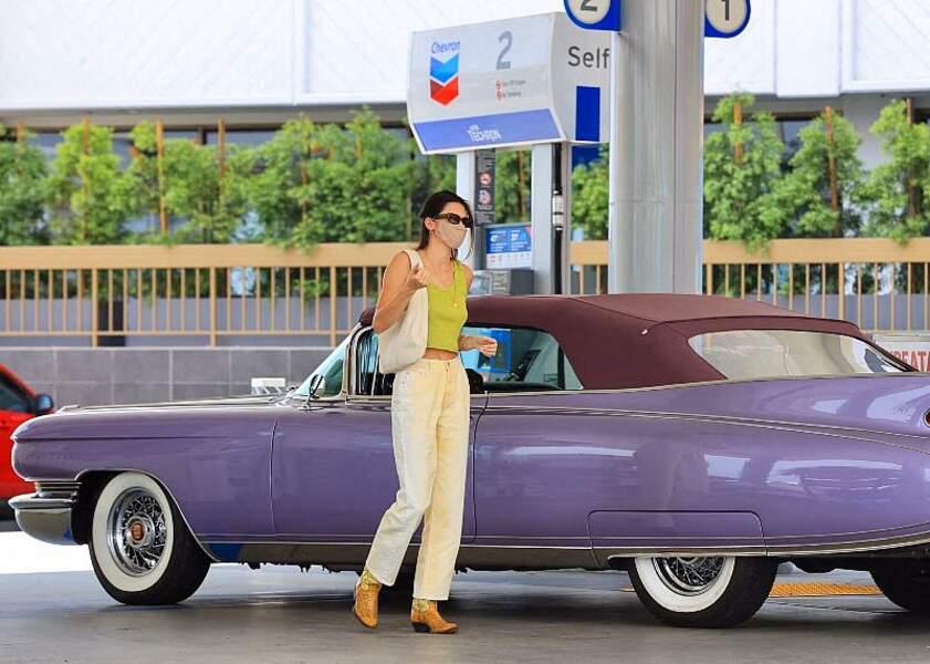 Vintage et western, Kendall Jenner est apparue chic en tenue estivale dans une station service à Malibu