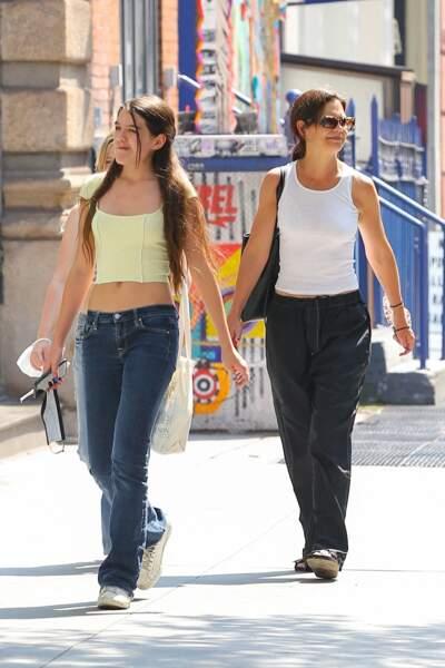 Katie Holmes et sa fille Suri Cruise se baladent dans les rues de New York, le 27 juillet 2021