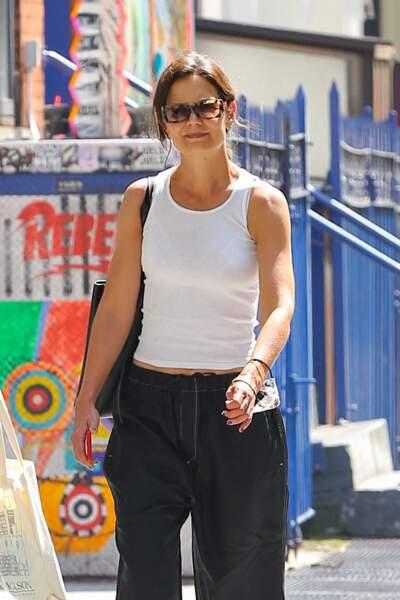 Katie Holmes mise sur des solaires écaillées et vintage dans les rues de New York, le 27 juillet 2021