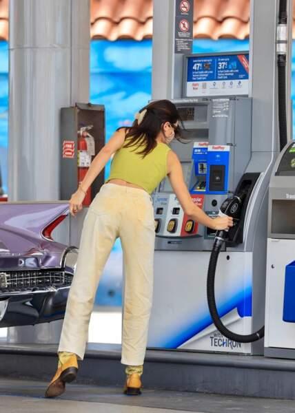 Casual et stylée, la mannequin de 25 ans Kendall Jenner a fait une sortie remarquée dans une station essence à Malibu