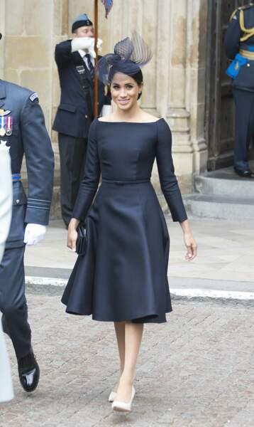 Meghan Markle élégante en robe de créateur, col bardot