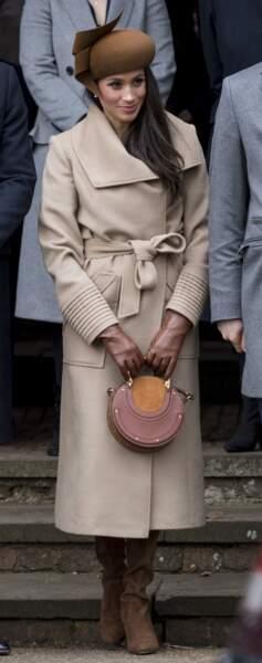 Meghan Markle adore porter des manteaux ceinturés à la taille