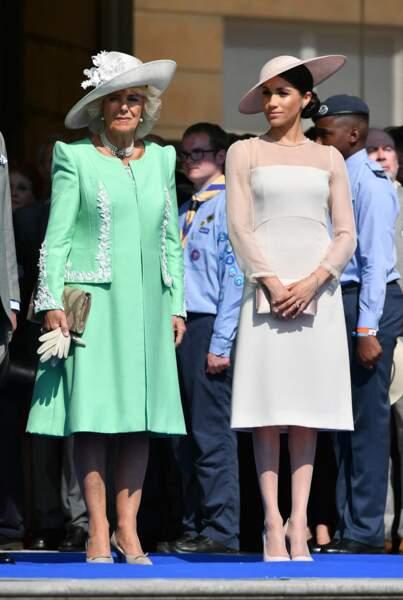 Meghan Markle royale en robe crème, accessoires assortis