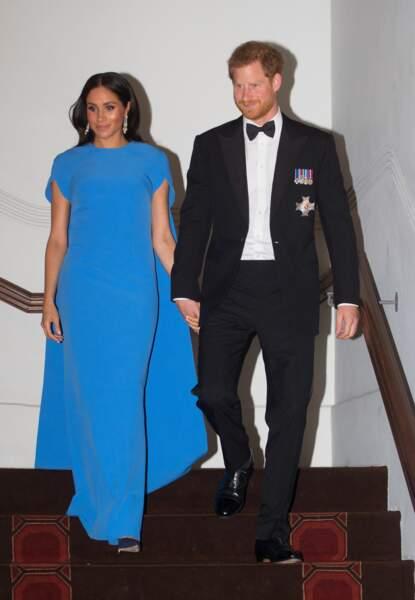 Meghan Markle rayonnante en robe de bal coutur bleu pétillant