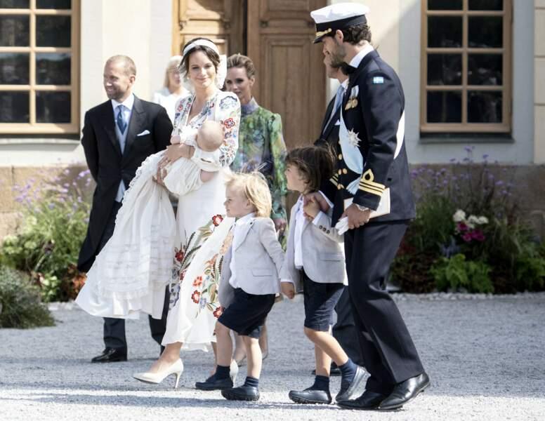 En raison des nouvelles restrictions sanitaires, la cérémonie a été plus intime mais elle a tout de même permis de rassembler tous les membres de la famille royale. Une première depuis plus d'un an.