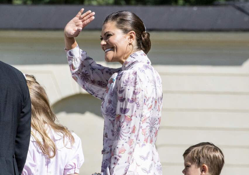 La princesse Victoria est apparu tout sourire lors du baptême du dernier de ses neveux.