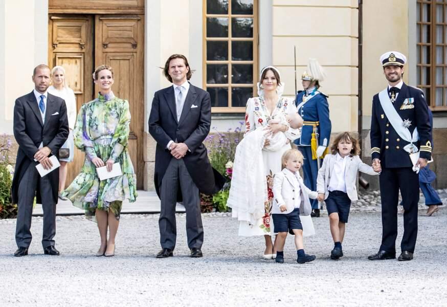 Julian a pour marraine Frida Vesterberg, l'une des meilleures amies de sa mère. Quant à ses parrains, il s'agit de Johan Andersson, Stina Andersson, Jacob Högfeldt et Patrick Sommerlath.