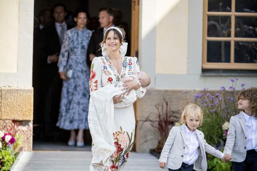 Mais une autre raison a également été avancée par les médias : avec la refonte de la monarchie suédoise, le prince Julian est dépourvu de titre royal.