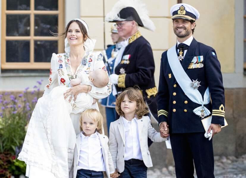 La cérémonie s'est déroulée à 12h à la chapelle royale du château de Drottningholm, situé à Lovön, à une quinzaine de kilomètres à l'ouest de Stockholm.