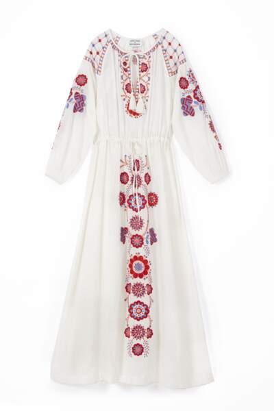 Robe longue brodée Danah, Antik Batik x Elisa Sednaoui, 320 €.