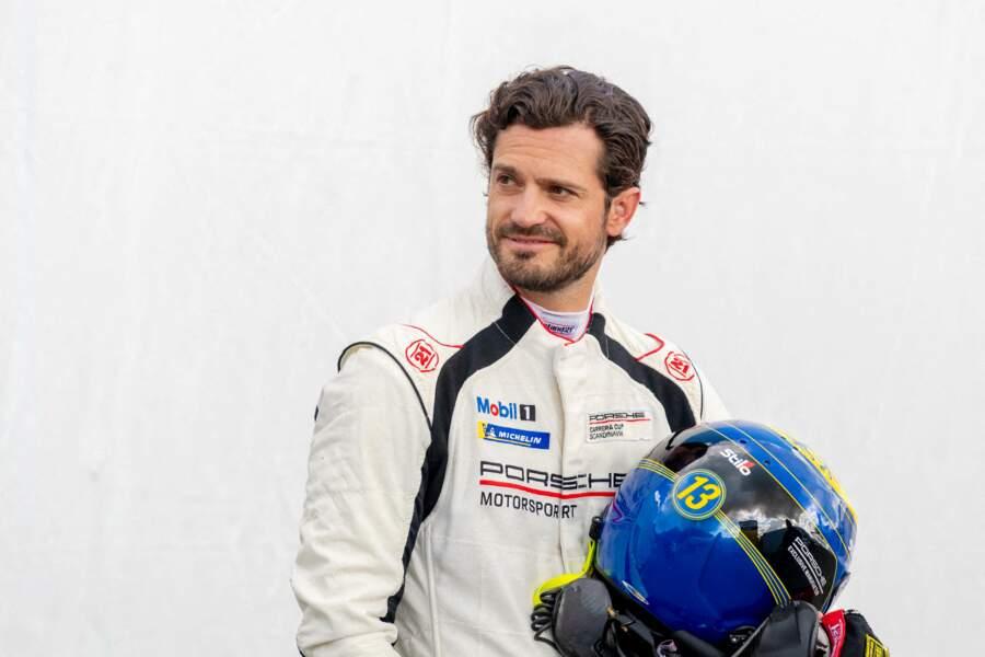 Le prince Carl Philip de Suède participait ce vendredi 20 août à la course «Porsche Carrera Cup Scandinavia » à Karlskoga, en Suède.