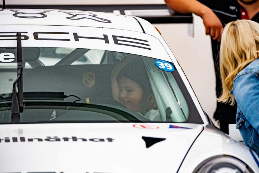 Ils ont même eu la chance de monter dans la Porsche de leur père.