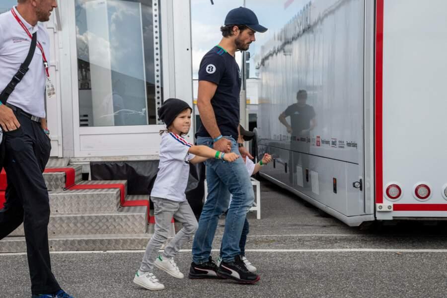 Le prince Carl Philip a pu passer un moment avec ses fils avant de participer à la compétition.
