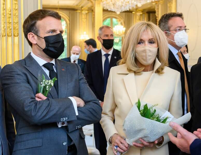 Brigitte Macron porte essentiellement des masques de protection de la marque Bettimask, spécialiste de la maille.