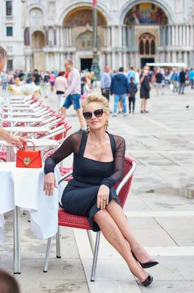 Sharon Stone star du nouveau spot pour un sac à main signé Dolce & Gabbana