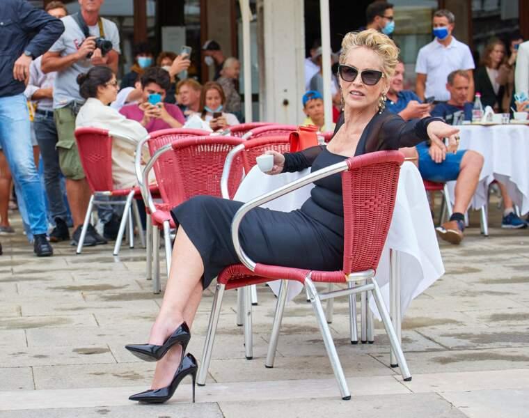Sharon Stone, très élégante pour la nouvelle campagne de publicité de Dolce & Gabbana