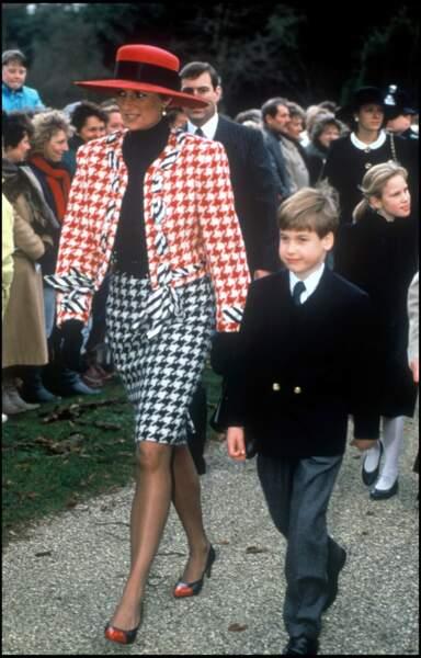 La princesse Diana à Sandringham en 1990 avec son chapeau à voilettes