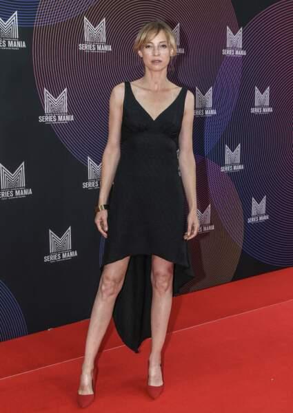 Elodie Frenck en robe noire asymétrique