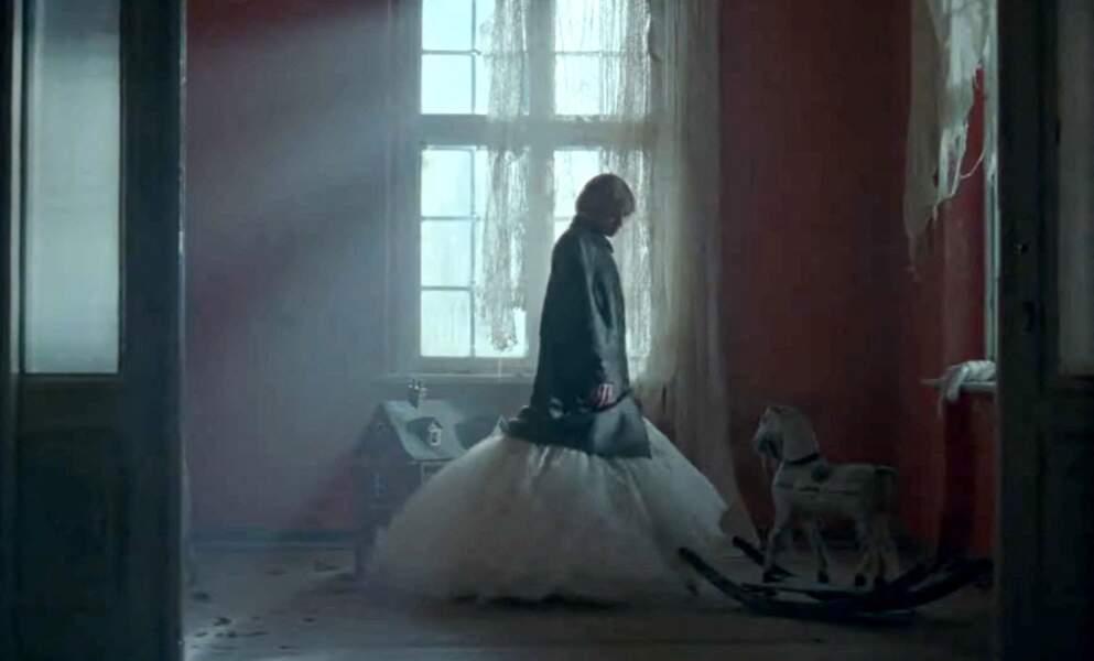 Kristen Stewart en robe de bal dans le film Spencer qui sortira le 5 novembre aux Etats-Unis.