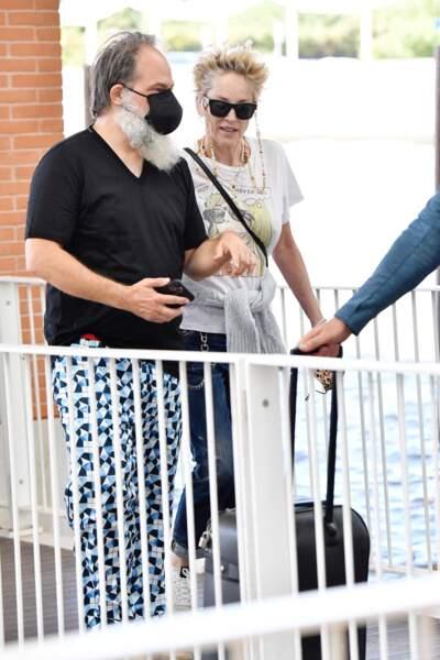 Sharon Stone ne passe pas inaperçue dans Venise, ce 28 août