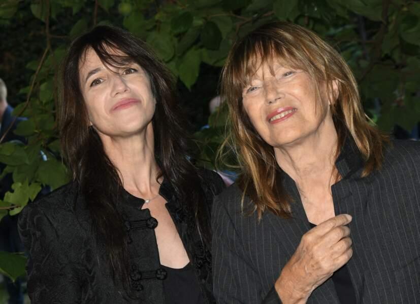 """Charlotte Gainsbourg et sa mère Jane Birkin au photocall du film """"Jane par Charlotte"""" lors du 14ème Festival du Film Francophone d'Angoulême le 27 août"""