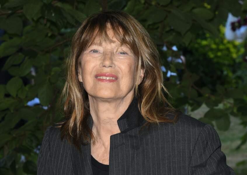 Jane Birkin souriante devant les photographes lors du Festival du Film Francophone d'Angoulême