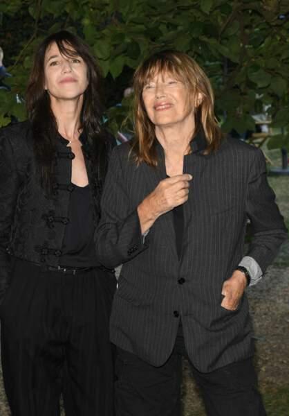 Charlotte Gainsbourg et Jane Birkin ont participé à une séance de dédicaces lors du Festival du Film Francophone d'Angoulême, le 27 août