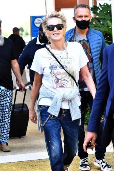 Sharon Stone en toute décontraction dans les rues d'Italie, ce 28 août
