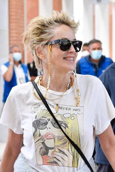 Sharon Stone souriant lors de sa venue à Venise pour l'événement Dolce & Gabbana
