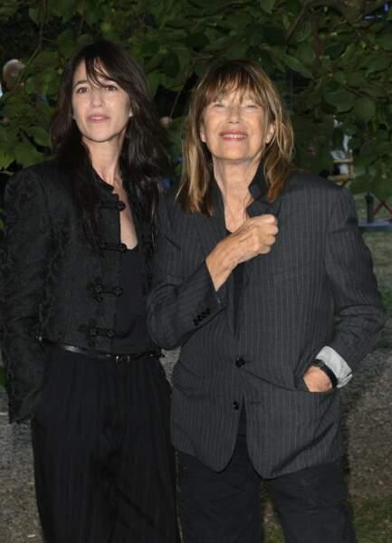 Charlotte Gainsbourg et sa mère Jane Birkin très complices devant les objectifs, le 27 août