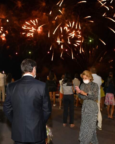 Christian Estrosi et sa femme Laura Tenoudji ont apprécié un feu d'artifice tiré à Nice