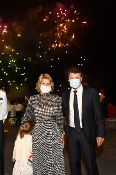 Christian Estrosi, le maire de Nice, et sa femme Laura Tenoudji Estrosi durant un feu d'artifice à Nice
